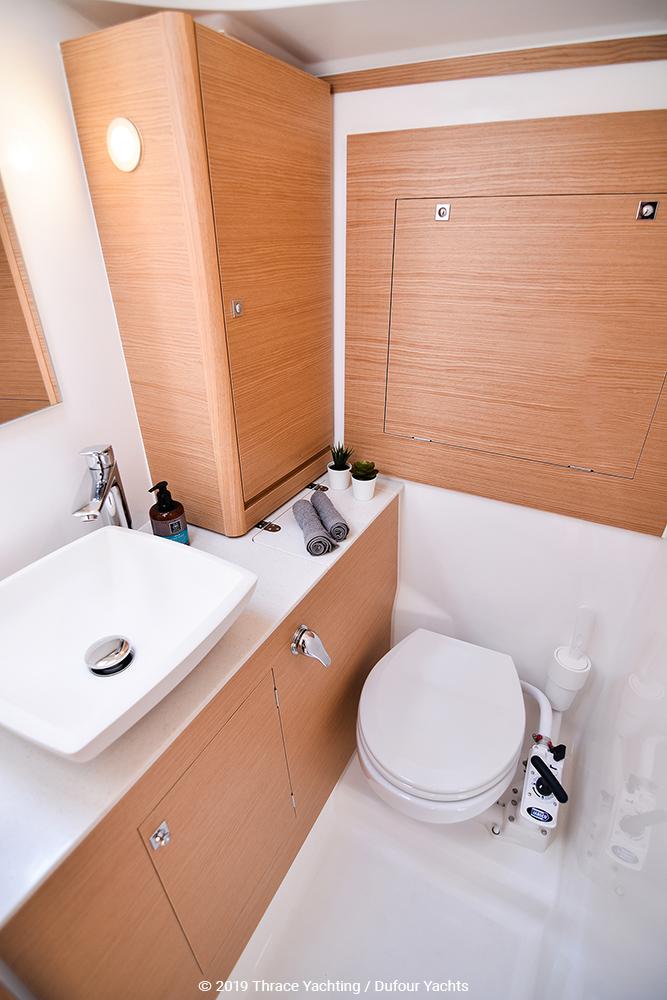Dufour 390 interior_2