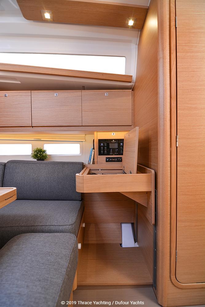 Dufour 390 interior_7