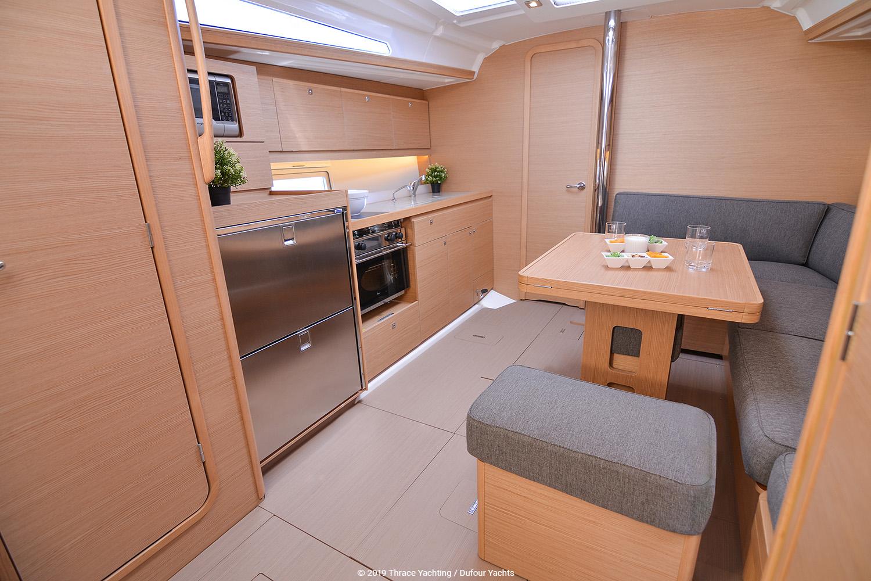 Dufour 390 interior_5