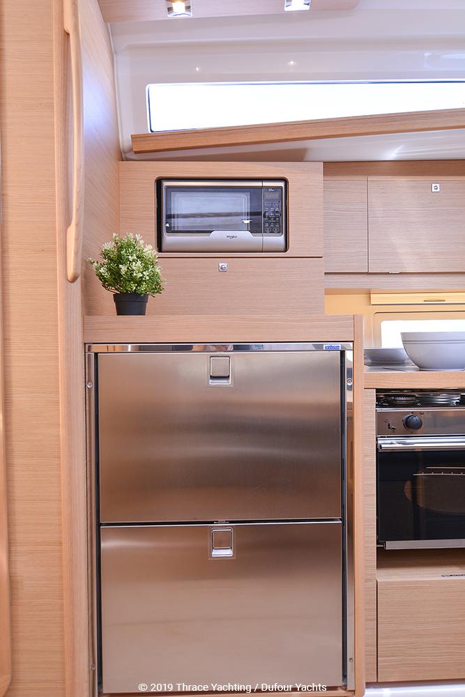 Dufour 390 interior_6