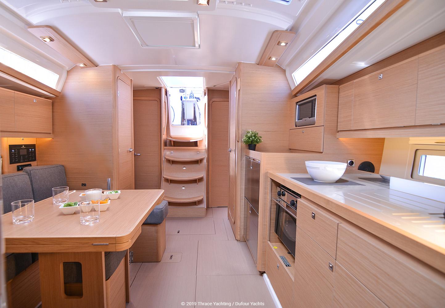 Dufour 390 interior_4